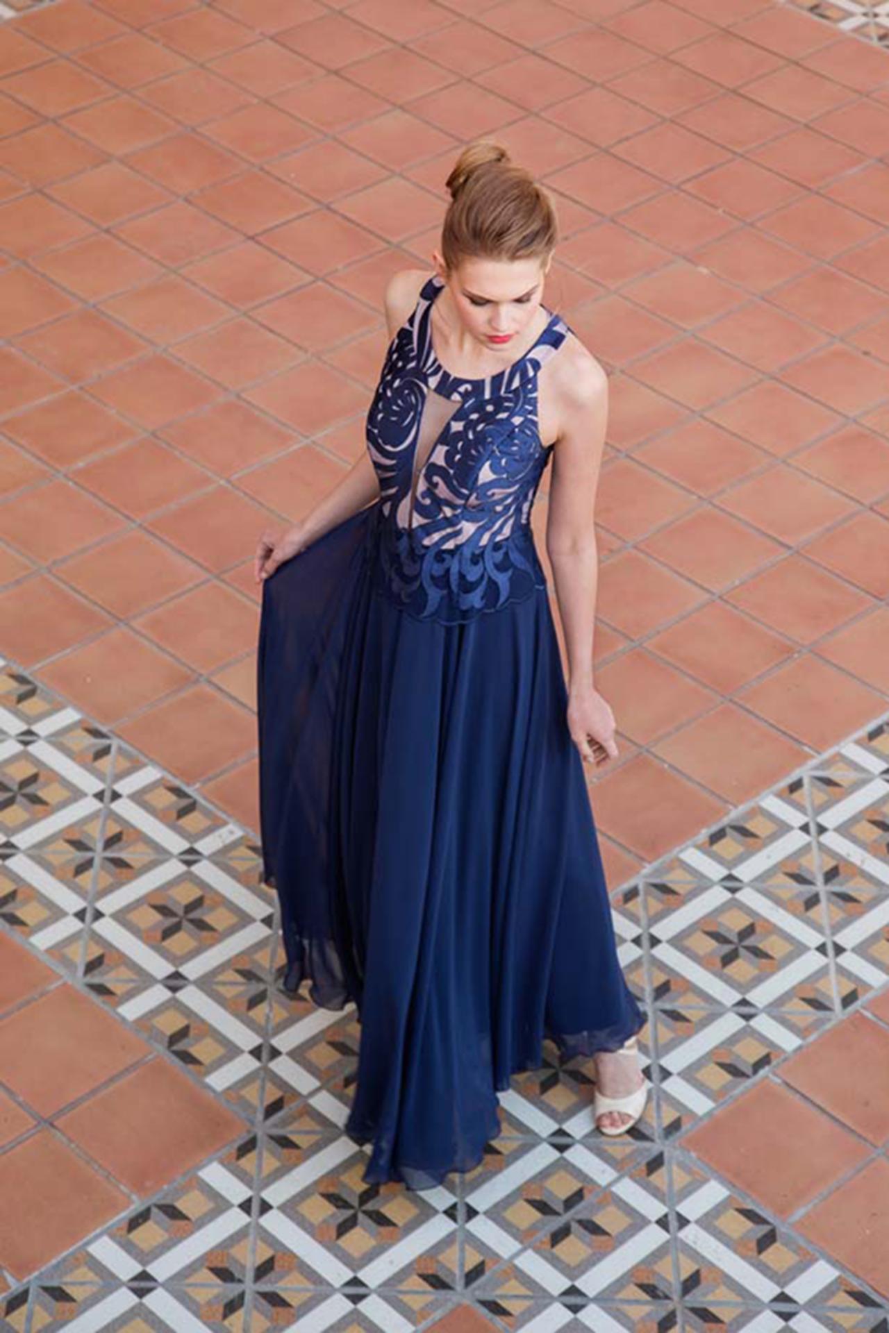 Μακρύ μπλε φόρεμα απο μουσελίνα - mavridou.com 64104fb09db
